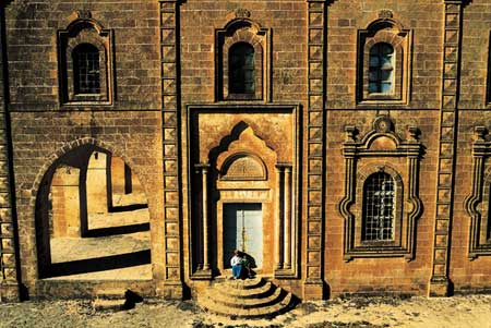 http://www.fotografya.gen.tr/issue-9/mardin/midyat_suryani_klss.jpg